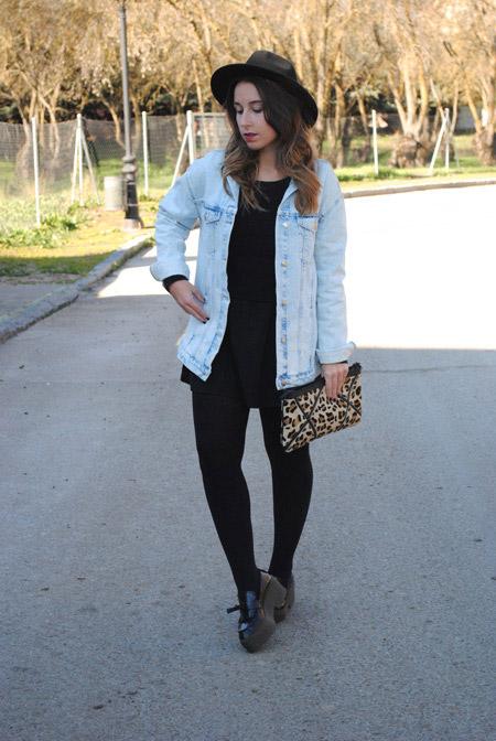 Девушка в джинсовке и лоферах