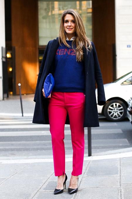 Девушка в розовых брюках и свитшоте