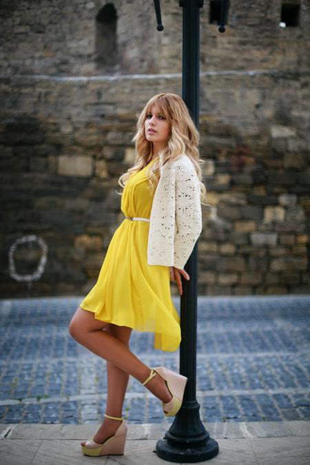 Желтое платье с чем носить купить джинсовый комбинезон женский украина недорого