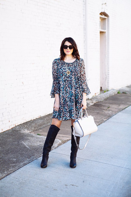 Свободное платье и сапоги