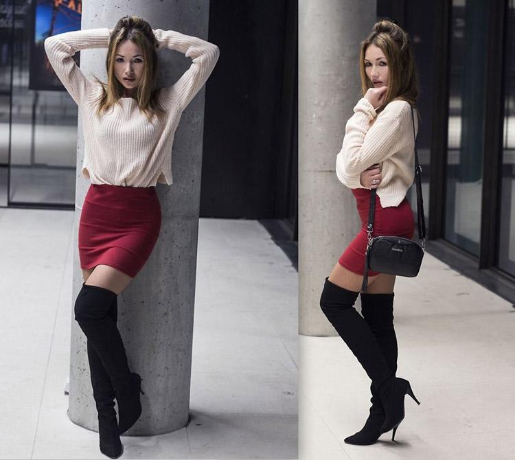 Девушка в ботфортах, мини юбке и свитере
