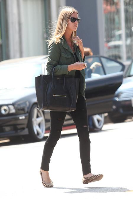 куртка-в-стиле-милитари-джинсы-скинни-балетки-большая-сумка-солнцезащитные-очки-large-9749