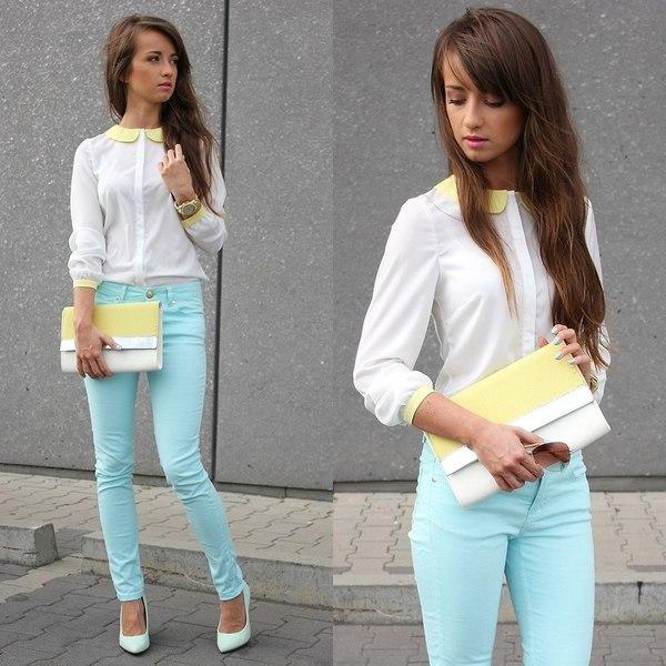 Девушка в белой блузке и голубых скинни