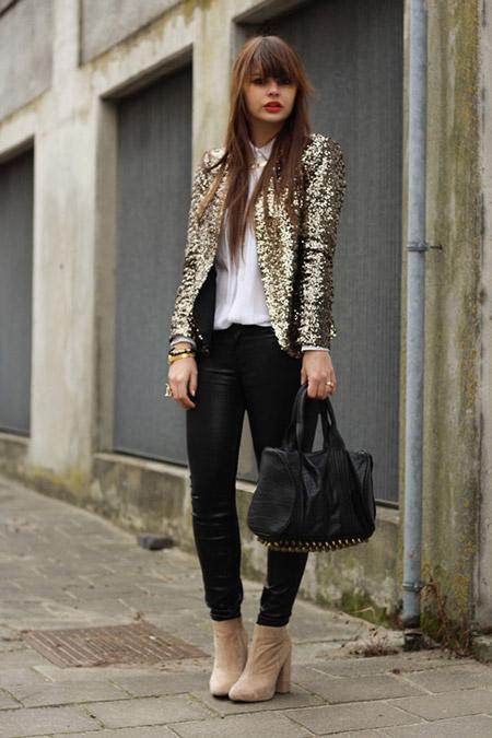 Девушка в блестящем жакете и узких брюках