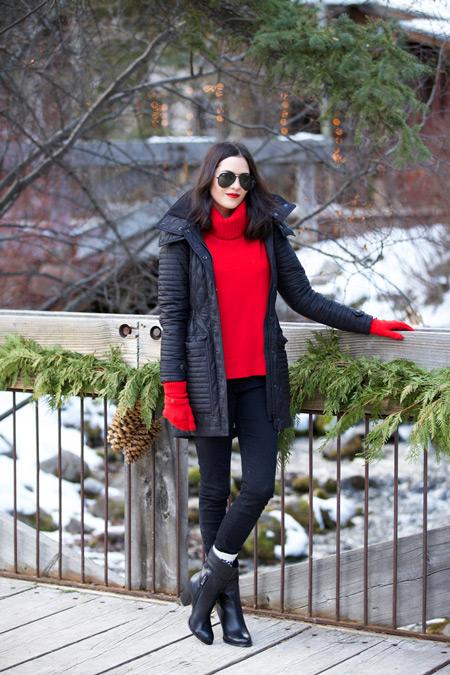 Красная водолазка поможет сделать ярким повседневный образ