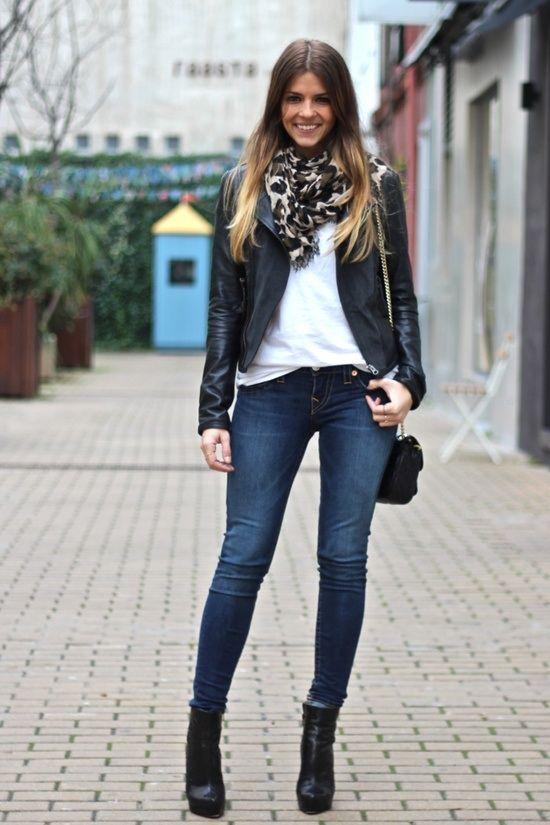 Девушка в косухе и шарфе