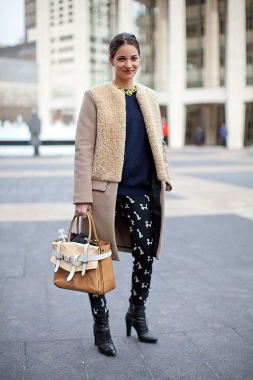 Девушка в пальто с мехом