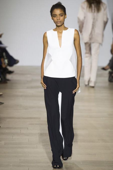 Модель в брюках от Antonio Berardi