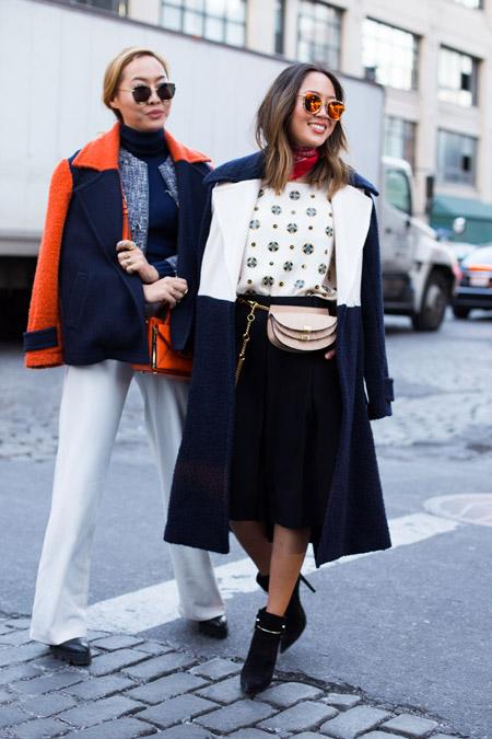 Две девушки на улицах Нью Йорка