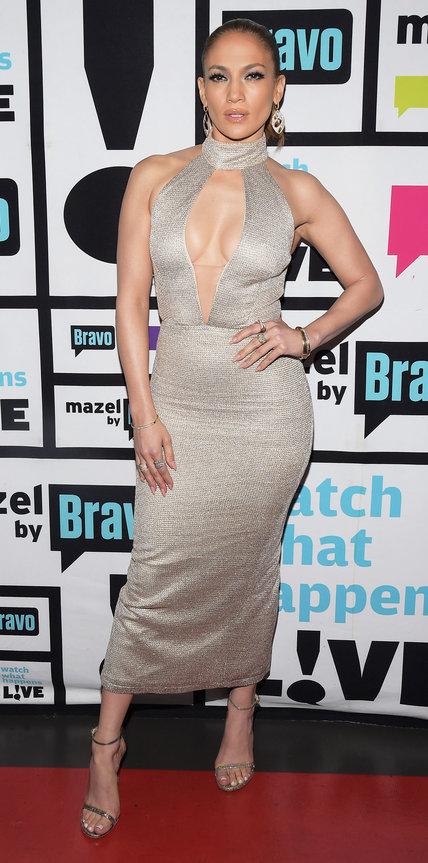Дженнифер Лопес в сером обтягивающем платье