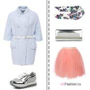Лук с легкой розовой юбкой, голубое пальто