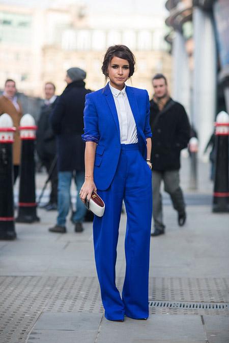 Мирослава Дума в синем костюме