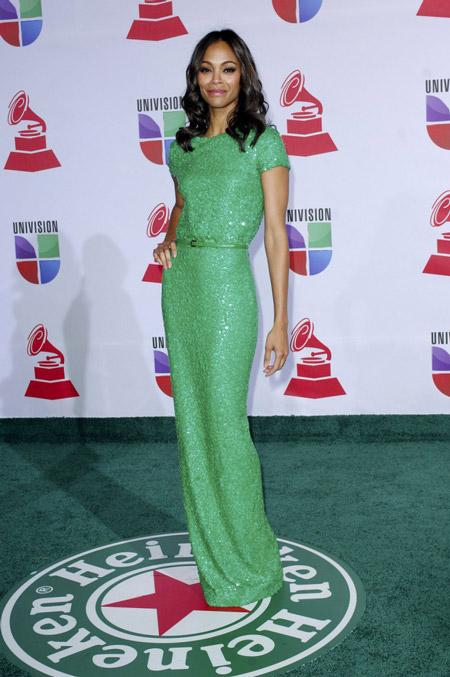 Зои Салдана в зеленом платье