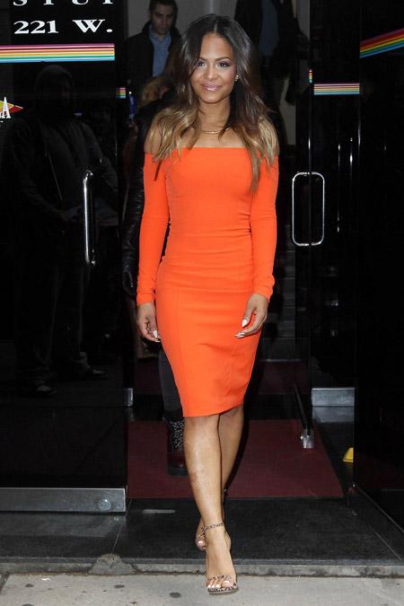 Кристина Милиан в оранжевом платье