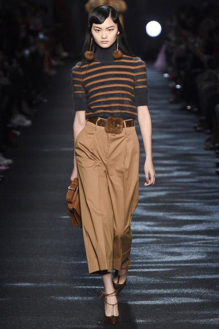 Blumarine - широкие укороченные брюки, модные тенденции осень/зима 2016-2017