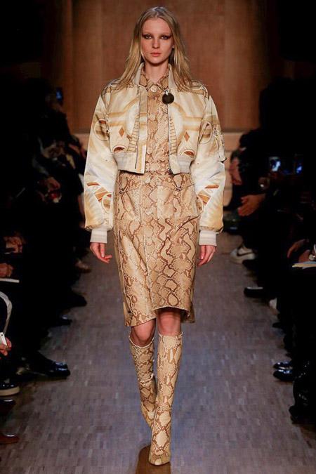 Модель в короткой куртке от Givenchy - модные куртки и пуховики на осень 2016 и зиму 2017
