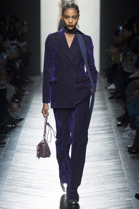Bottega Veneta - бархатные брюки, модные тенденции осень/зима 2016-2017
