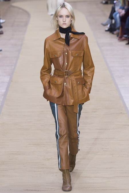 Модель в кожаной куртке от Chloe - модные куртки и пуховики на осень 2016 и зиму 2017