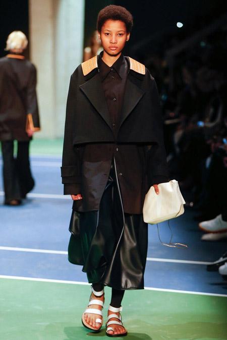 Модель в куртке-жакете от Celine - модные куртки и пуховики на осень 2016 и зиму 2017