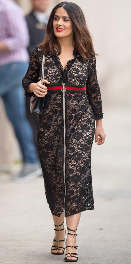 Сальма Хайек в черном кружевном платье