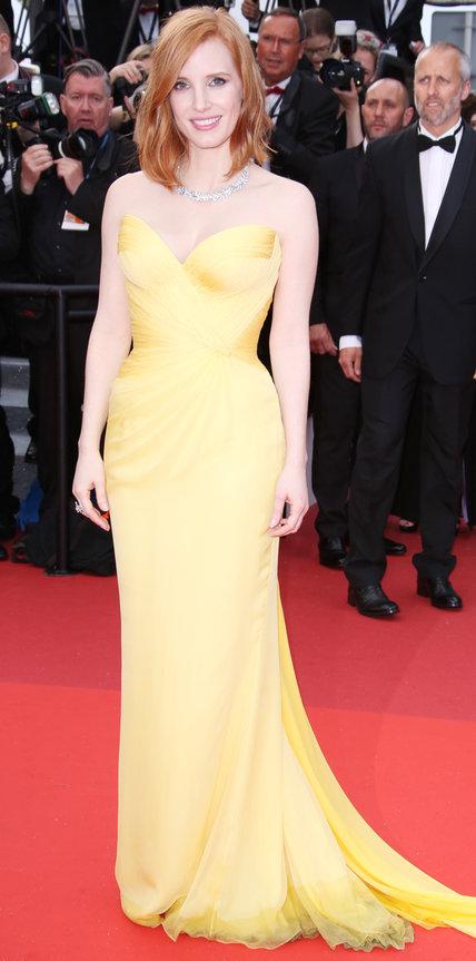 Джессика Честейн в длинном платье солнечного цвета