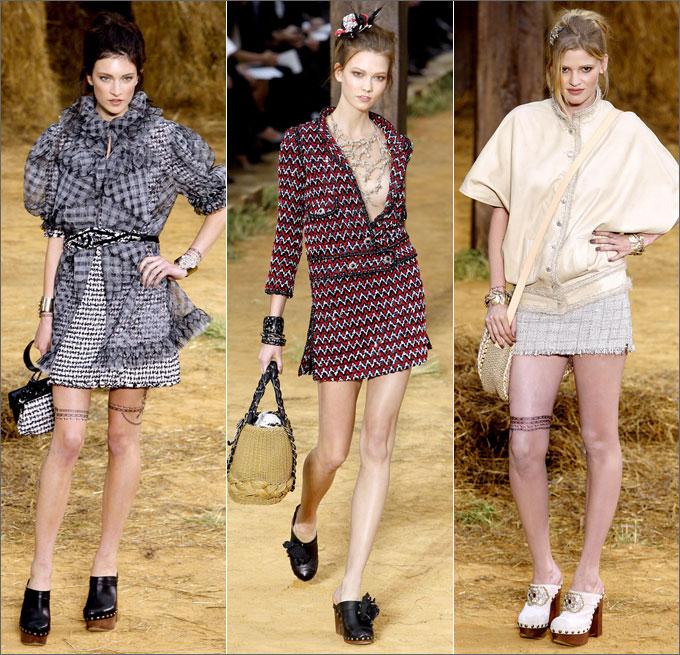 Модели в платьях и сабо