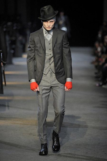 Мужчина одетый в викторианском стиле