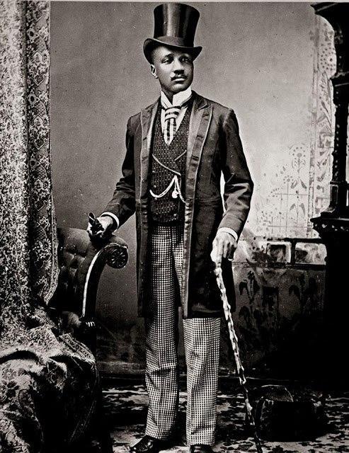 Мужчина одетый в викториансокм стиле
