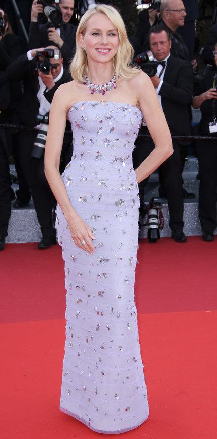 Наоми Уоттс в длинном платье лилового цвета без рукавов
