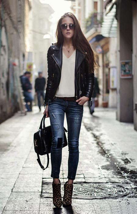 Девушка в ботильонах и укороченных джинсах