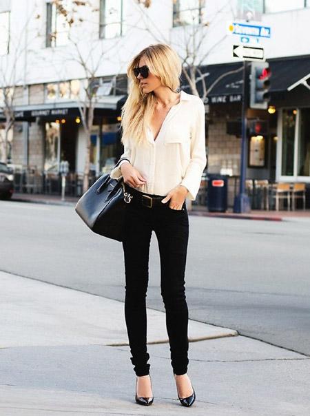 Девушка в черных брюках и лакированных туфлях