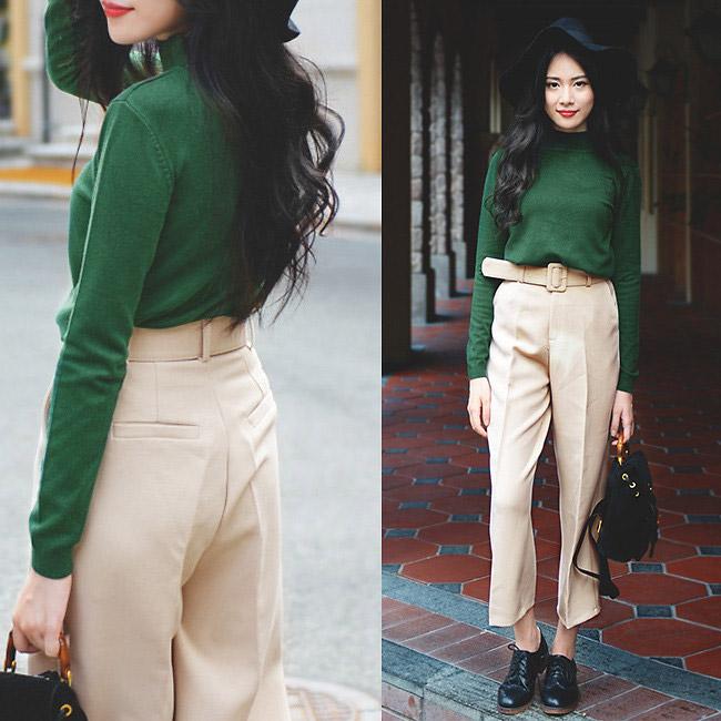 Девушка в светлых брюках и черных брогах