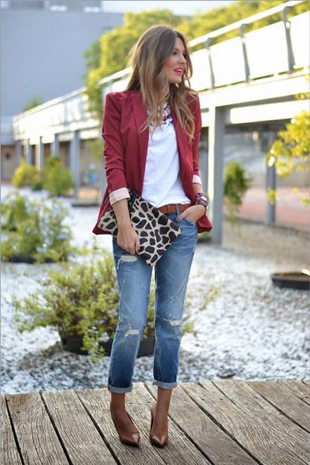 Девушка в жакете и укороченных джинсах