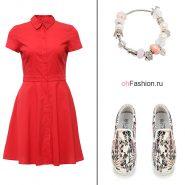 Лук с красным платьем, слипоны и браслет