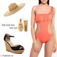 Лук с оранжевым купальником, босоножки на танкетке и соломенная шляпа