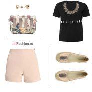 Лук с розовыми шортами, черной футболкой и милой сумочкой