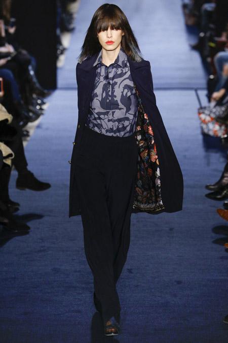 Модель в черном пальто до колен от Alexis Mabille - модные пальто осень 2016, зима 2017