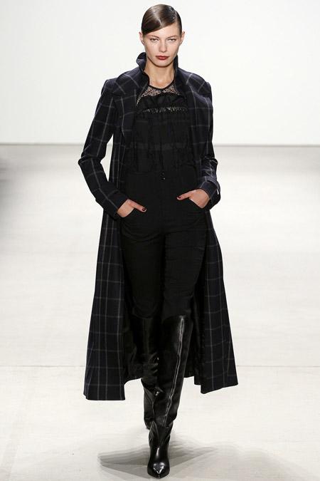 Модель в длинном пальто от Marissa Webb - модные пальто осень 2016, зима 2017