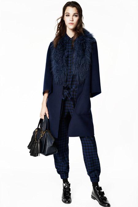 Модель в пальто ниже колен с рукавом три четверти от ZAC Zac Posen - модные пальто осень 2016, зима 2017