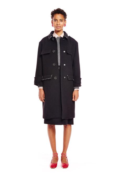 Модель в пальто прямого кроя от Kate Spade - модные пальто осень 2016, зима 2017