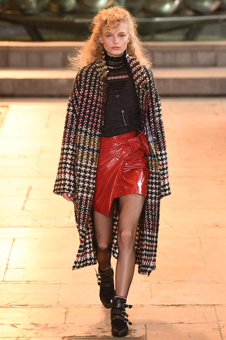 Модель в пальто с принтом гусинная лапка от Isabel Marant - модные пальто осень 2016, зима 2017
