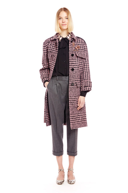 Модель в пальто с принтом гусинная лапка от Kate Spade (2) - модные пальто осень 2016, зима 2017