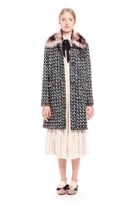 Модель в пальто с принтом гусинная лапка от Kate Spade - модные пальто осень 2016, зима 2017