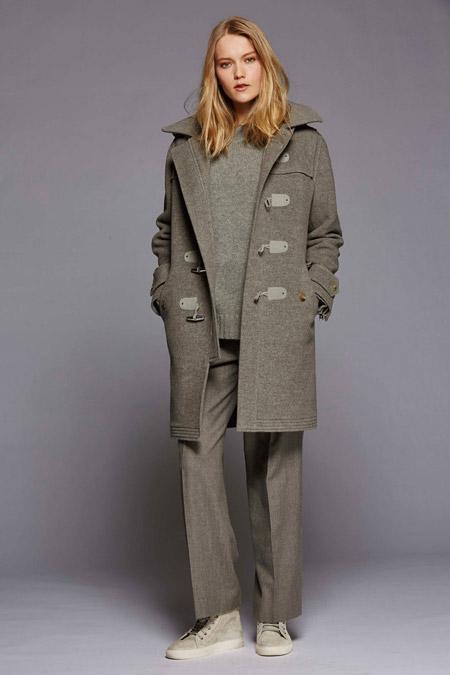 Модель в сером пальто с узорами от Polo Ralph Lauren - модные пальто осень 2016, зима 2017