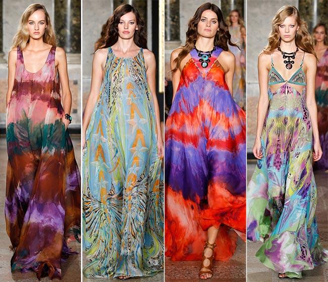 Модели в ярких длинных сарафанах