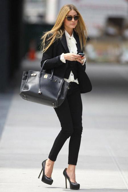 Оливия Палермо в черных туфлях на каблуке
