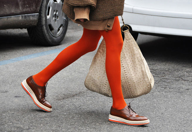 Оранжевые колготки и броги