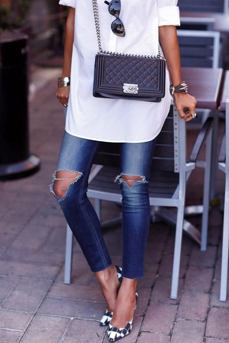 Рваные джинсы и черно-белые туфли
