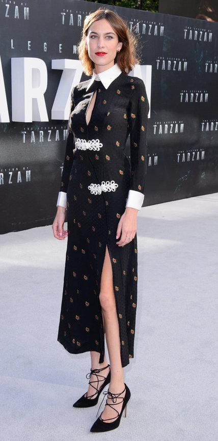 Алекса Чанг в черном платье с принтом