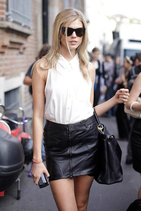 Девушка в белой блузке с коротким рукавом